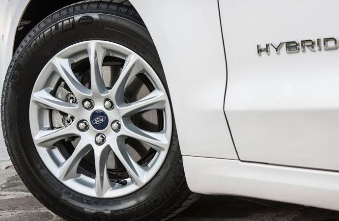 Ford Mondeo Petrol Hybrid Saloon